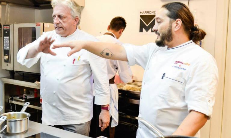 Davide Scabin e Giuseppe Rambaldi nella cucina a vista di Identità Expo (foto Brambilla/Serrani)