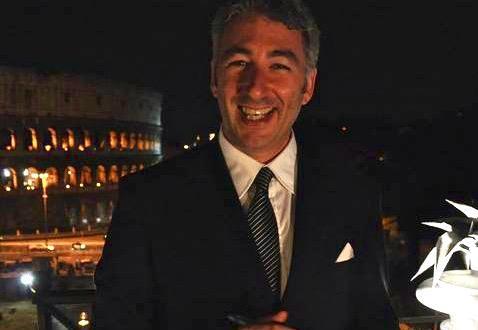 Ruggero Penza ha iniziato a Londra al Savoy, per lavorare poi Giorgio Locatelli allo Zafferano. Tornato in Italia, è stato al Relais le Jardin, poi al Mirabelle, al Duke's e all'Aroma di Palazzo Manfredi. E poi ancora: Giuda Ballerino e l'Altro Vissani, presso il Pepero, in Costa Smeralda. Collabora da anni con le Scuole del Gambero Rosso a Roma, come tutor di tecnica del servizio di sala