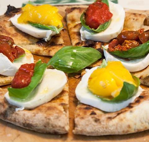 Una pizza sfornata da Lievità, tra le migliori novità sulla scena milanese