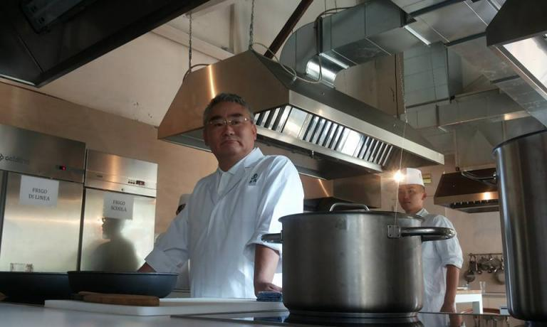 Kunio Tokuoka in the kitchen of Al Cortile (photo