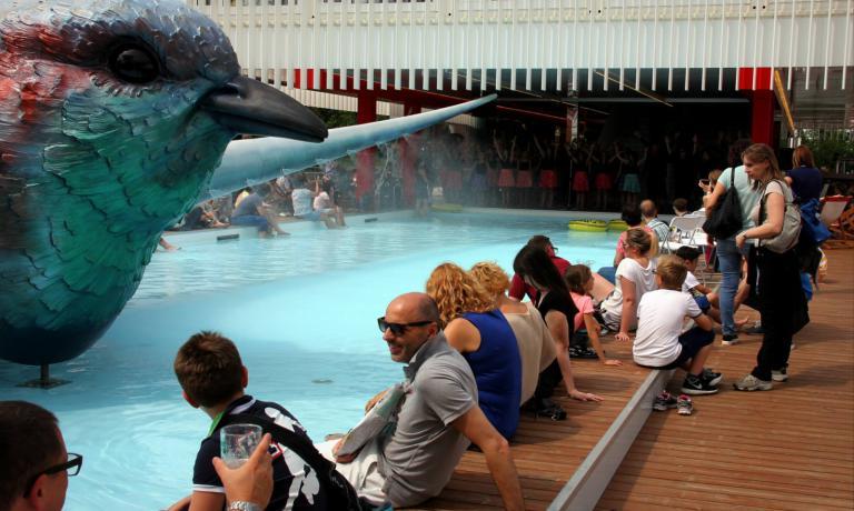 Le acque della piscina del padiglione hanno offerto refrigerio a molti visitatori di Expo nelle giornate più calde