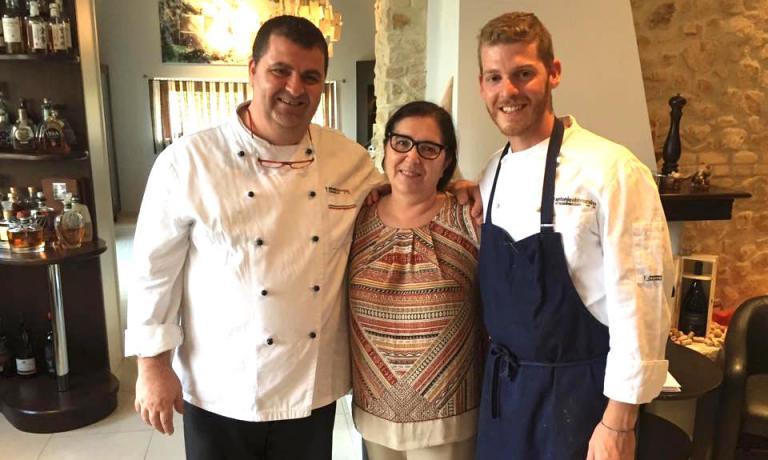 Da sinistra,Antonio,RosettaeLuca Abbruzzino, papà, mamma e figlio chef, le tre colonne del ristorante