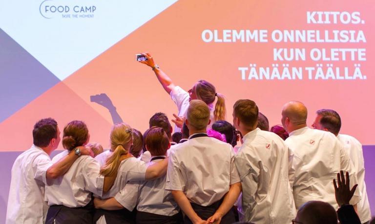 Foto di gruppo al termine di Food Camp, l'evento gastronomico finlandese che ha visto quest'anno tra i protagonisti anche Cristina Bowerman