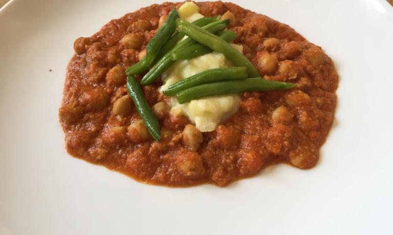 """Il Ragù """"di tutto"""" in salsa bolognese, il secondo dei 3 piatti del menu di Adrià, cucinato in omaggio a Massimo Bottura (foto Zanatta)"""
