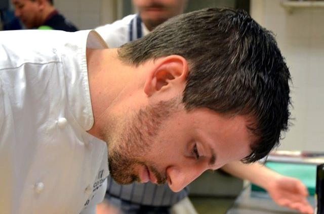 Abruzzese, poco più che trentenne, Danilo Cortellini si è conquistato un palcoscenico prestigioso per la sua cucina: dal 2012guidala ristorazionedella nostra ambasciata a Londra