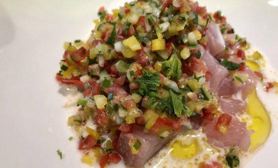 Crudo fai-da-te/2. Risultato: dadolata di pesce crudo (una ricciola galattica, in questo caso)con salsa al ccco e verdurine