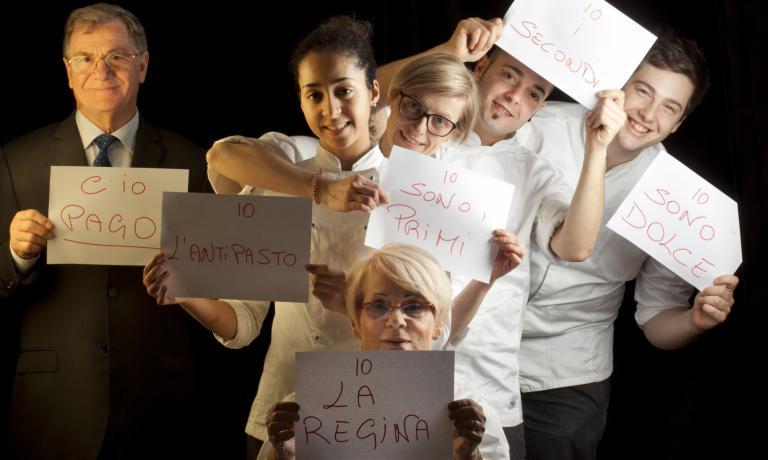 Romano Franceschini e la moglie Franca Checchi con la giovane brigata:Andrea Papa, Elisa Cecchi, Imane Pisani e Marco Piatti