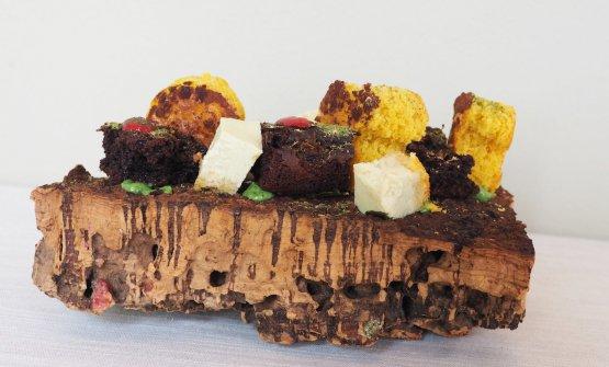 Plum-cake ai funghi porcini e polvere di cacao amaro servito con crema alla rucola; terra di cioccolato fondente e muschio servita con purea di lamponi ed erba brinata; cremoso agli aghi di pino su biscuit all'elicriso e polvere di alloro