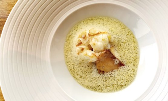 Gambero, funghi locali Girolles, pistacchi. Assieme al Piccione di Madame Le Guen, il piatto dal sapore più intenso e deciso. Magnifico