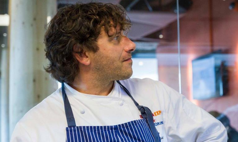 Cesare Battisti, fotografato da Brambilla / Serrani nella cucina di Identità Expo S.Pellegrino