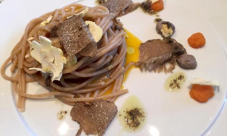 Spaghetti di farro Felicetti, carote, castagne, patè e tartufi