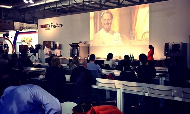 La lezione di Andrea Incerti Vezzani, in collaborazione con Irinox, è stato uno dei tre momenti più importanti del quarto e penultimo giorno di Identità Future, a Host 2015