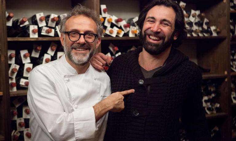 Don Pasta ritratto da Giulio Romito con lo chef dell'Osteria Francescana Massimo Bottura. Qui potete guardare il video del loro recente incontro/intervista