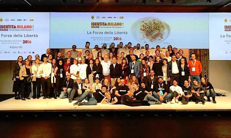 Foto di gruppo finale di tutto lo staff d'Iden