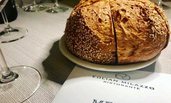 Pane dell'Ambasciatore del Gusto Francesco Arena preparato con un blend di farine di russello e tumminia, lievitazione naturale e 20 ore di maturazione