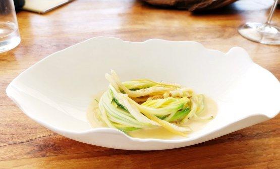 Cetriolo di mare, zucchine, bagna cauda e aglio nero
