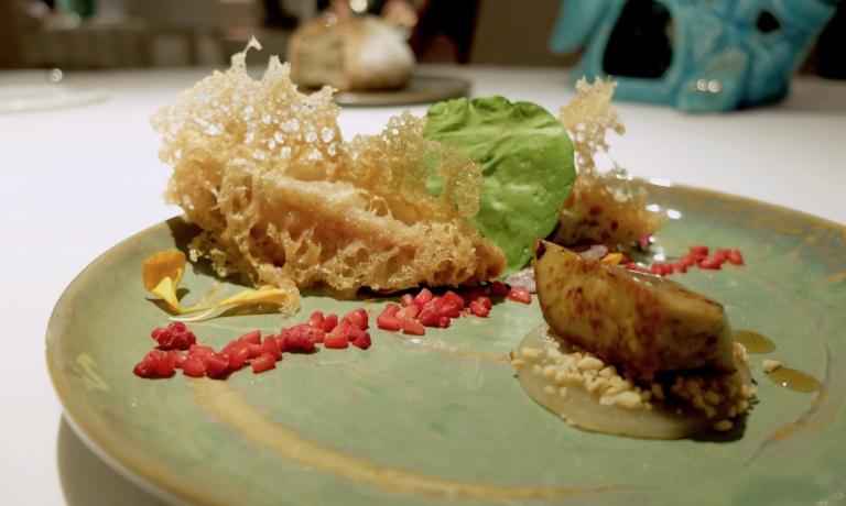Triglie croccanti in tempura, fegato grasso d'oca al marsala De Bartoli, lampone cotto nell'azoto liquido. Buonissimo