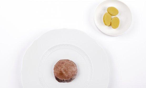 Manzo torbato e patate (2017) La tecnica principe di questo piatto è la maturazione a freddo: il manzo è cotto a vapore e fatto maturare a freddo per 4 giorni. L'espediente aumenta intensità di gusto, masticabilità ed eleganza. La salsa di vitello amplifica i profumi, unita a impercettibili gocce di whisky single malt torbato (Ardbeg). Le patate sono cotte in un centrifugato aromatizzato di rosmarino, aglio e aceto