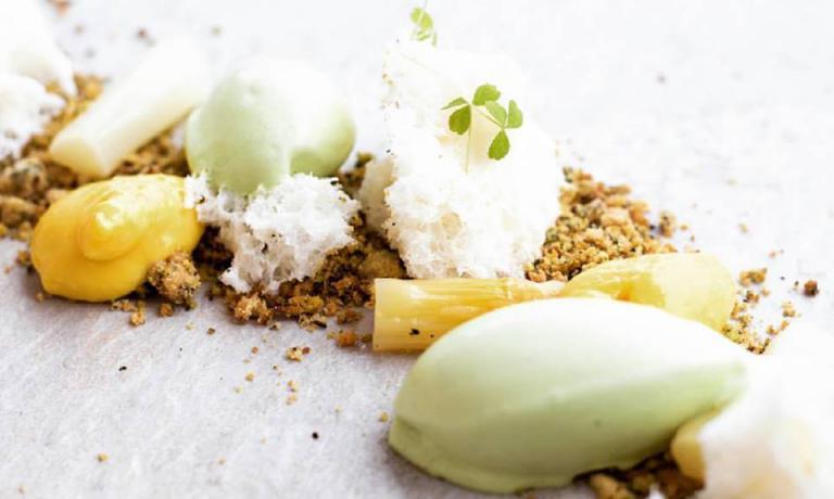 Tarassaco, asparagi e silene: gli asparagi di Bassano in versione dolce, un'altra ricetta di Elvis Pilati. Come replicarla? Scrivendo al cuoco,labottega@interfree.it