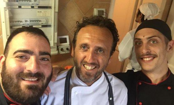 Lo chef col suo sous, a sinistra, Mirco Verardi, eTony Uccello
