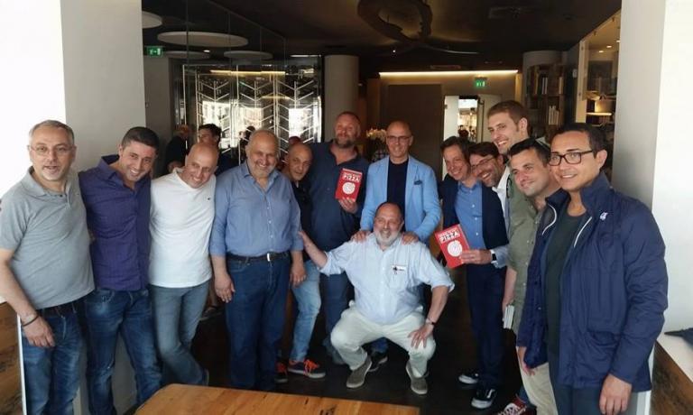 Marchi e Young con i maestri pizzaioli