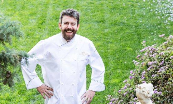 Un sorridente Giorgio Servetto: è lo chef di Novea Villa della PergolaadAlassio (Savona)