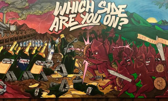 Which side are you on, murales dipinto sulle pareti del wine bar Some Good Wine di New York - cortesia di Nicola Adamo, Elios Modus Bibendi