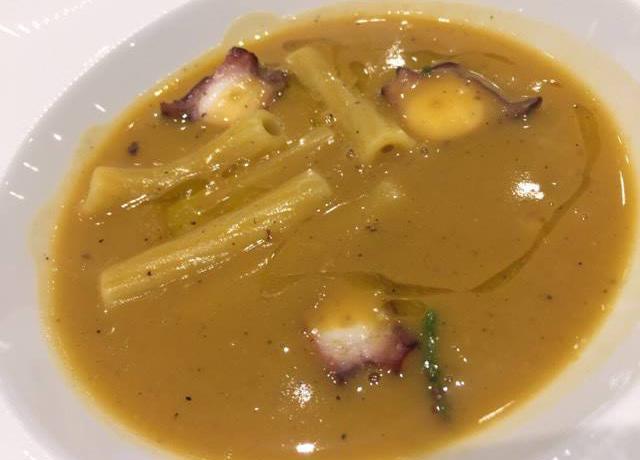 Sedani Monograno Felicetti e vellutata di fagioli con octopus, abalone della baia di Monterey e pepe affumicato di Michael Tusk