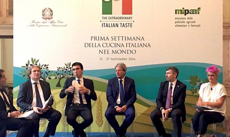 Da sinistra, il dg Rai Antonio Campo Dall'Orto, i ministriMartina eGentiloni, il sottosegretarioScalfarotto e Cristina Bowerman