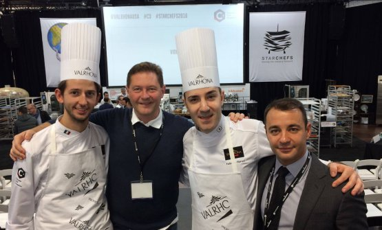 Nella foto, da sinistra, Nicola Dobnik, pastry chef del Del Cambiodi Torino, Fabrizio Fiorani, finalisti dell'ultima edizione del Concorso C3 Valrhona,Enrico Cerea, membro della giuria internazionale, eIgor Maiellano, direttore vendite Valrhona Italia