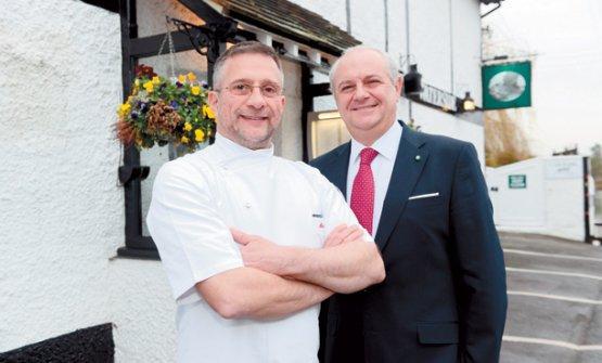 Diego Masciaga con lo chef Alain Roux, figlio di Michel Roux. Dice Masciaga di Alain: «Con lui, il The Waterside Inn è in ottime mani»