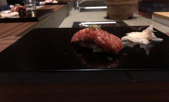 Ventresca di tonno scottata, wasabi fresco. La ventresca è meravigliosa, eccezionale il condimento di wasabi fresco