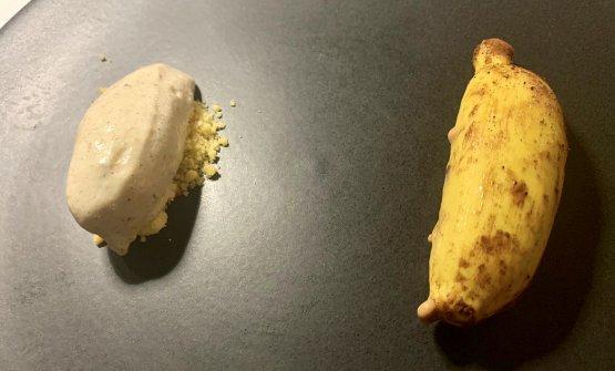 Banana Split L'elemento interessante è il gelato di banana alla brace, a sinistra. Le banane sono ricoperte per un giorno di zucchero a velo. Si girano poi alla griglia, a fuoco forte (alla maniera di una tarte tatin)con un gioco di affumicature sotto ai cappelli. A destra, la ricostruzione di una mini-banana, preparata con gianduia al latte e cioccolato bianco