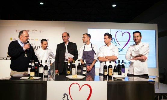 Una foto del Food&Wine Festival 2015, durante Identità Milano. Da sinistra: Paolo Marchi, Gianluca Gorini, Helmuth Köcher, Niccolò Rizzi, Christian Milone, Giuseppe Iannotti