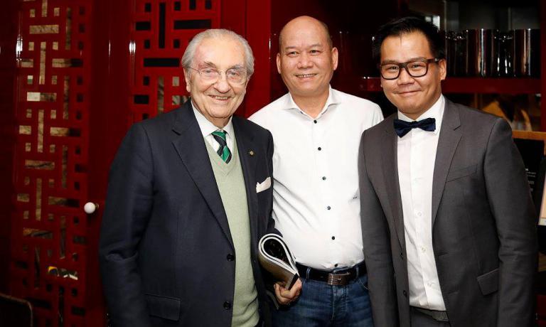 Da sinistra: Gualtiero Marchesi,Guoqing Zhang e Le Zhang