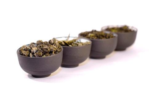 Il tè è perfetto per accompagnare tutte le portate di un pasto, abitudine orientale che potremmo adattare ai nostri lauti pasti delle feste (fotothinkstock.com)