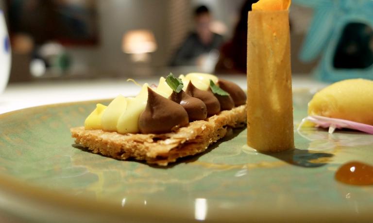 Millefoglie: ganache di ciccolato, crema di vaniglia, zafferano, sorbetto al mango