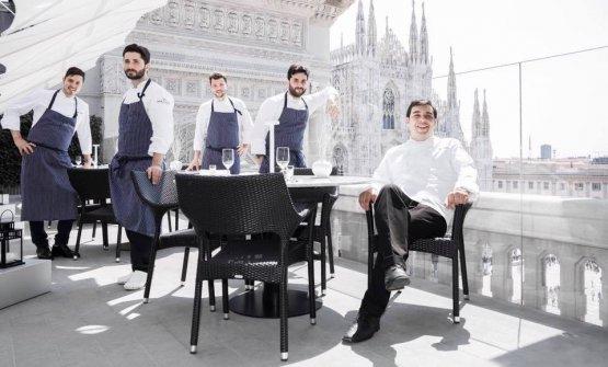 Felice Lo Basso, nella foto il primo da destra con il suo staff, racconta a Identità Golose la sua Milano