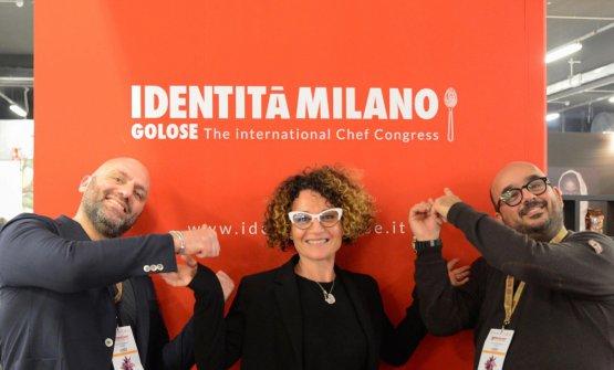 Lo Coco a Identità Milano 2017 con la moglie Laura Codogno, che domina la sala, e il fotografo Salvo Mancuso