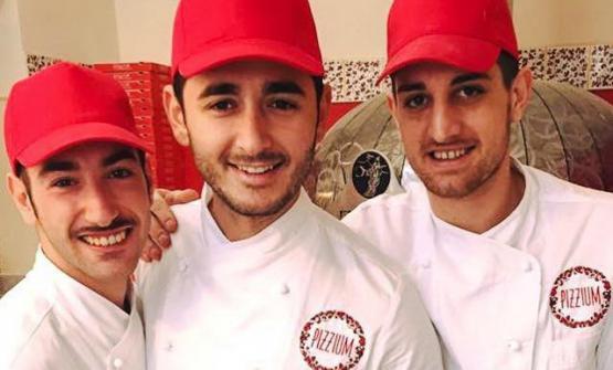 Nanni Arbellini, al centro, con i suoi aiutanti Enrico e Vincenzo
