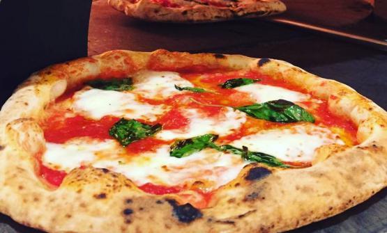 Una pizza in puro stile napoletano, senza fronzoli