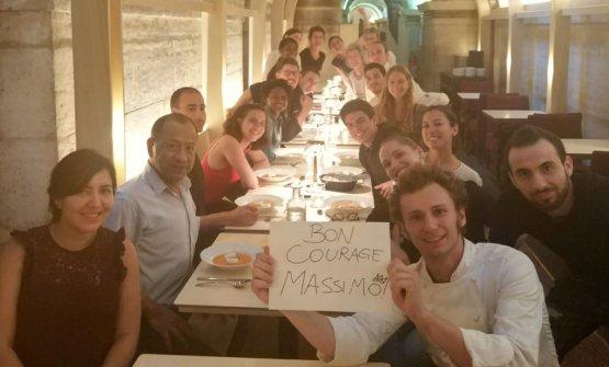 L'mms a Bottura dei ragazzi del Refettorio di Parigi, prima della cerimonia
