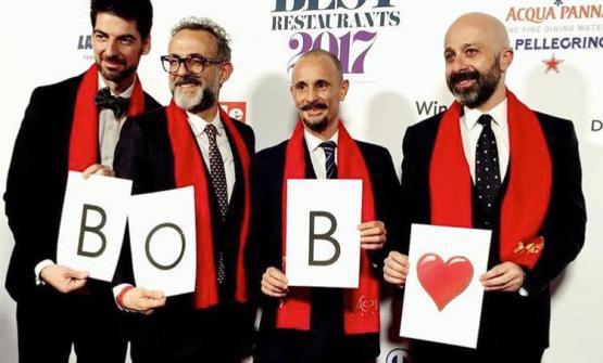Prima della cerimonia, Alajmo, Bottura, Crippa e Romitohanno ricordato con un sorrisoBob Noto, creativo e gourmet torinese scomparso pochi giorni fa (foto Paolo Marchi)I