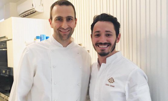 Tim Ricci con uno dei suoi meastri, il grande (e giovanissimo, classe 1985)Cédric Grolet, chef pâtissier del ristorante Le Meurice di Alain Ducasse a Parigi. Grolet è stato eletto miglior pasticcere di ristorante al mondo daLes Grandes Tables du Monde nel 2017