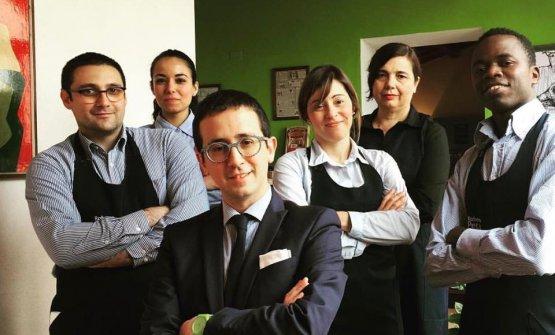 Lo staff di sala del S'Apposentu: da sinistraFrancesco Tuveri,Patrizia Atzori, Domenico Sanna, Martina Moreal (che ora lavora a Cucina.eat), Rina PetzaeDjime Sidibe