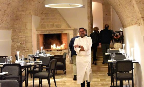 Angelo Sabatelli nella sala del suo nuovo ristorante (foto diSue Castellana/ Facebook)