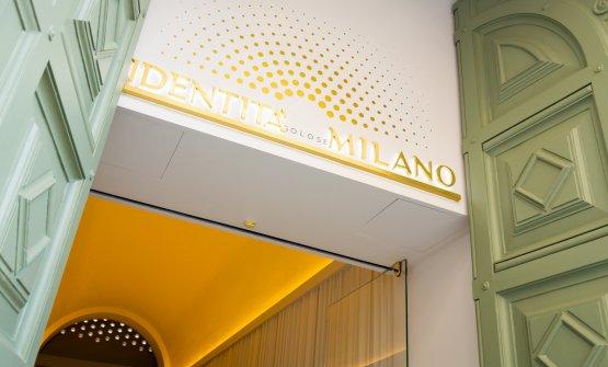 L'entrata di Identità Milano in via Romagnosi 3. oggi è il gran giorno del debutto (foto di Sonia Santagostino)