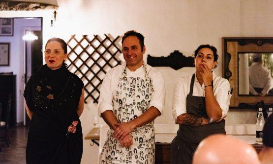 Natasha e Cristian Santandrea della Tenda Rossa con Martina Caruso per la cena a quattro mani La cacciagione incontra il mare delle isole Eolie(foto di Stefano Butturini)