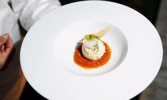 Il Baccalà quasi alla livornese di Emanuele Vallini, chef della Taverna La Carabaccia di Bibbona (Livorno). Foto Comparin-Aromicreativi
