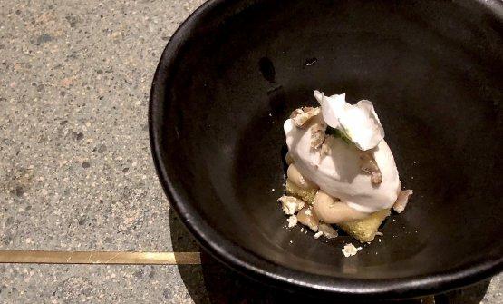 Dolce alle castagnein tre versioni (gelato,crema ecandita), pan di Spagna al chinotto. Anche i dessert sono di livello